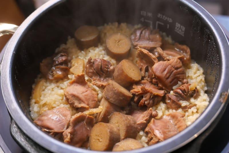 汁ごと砂肝とごぼうを加えてメニュー1で炊飯する
