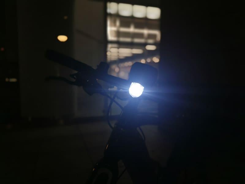 今夜もe-bikeの仕事で気づけば夜に。さっそくライトを点灯