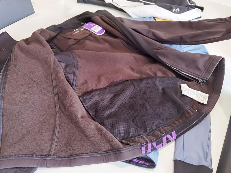 動きやすさと寒さ対策を両立させるジャケットは女性専門ブランドがオススメ