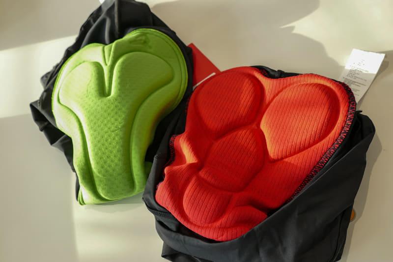 お尻が痛くなりがちなe-bikeにはパッドがあると安心。まずは夏冬兼用として本格的なサイクルジャージのパンツかタイツを入手したい