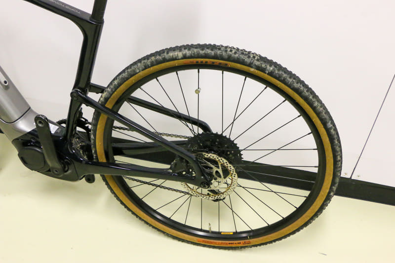 650B×42CのタイヤはMTBでいうところの27.5インチに相当。WTB製のResoluteというややオフロード寄りのタイヤが装備されています