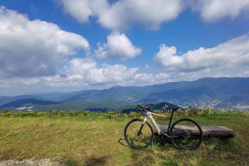 今回走った絶景の林道も、e-bikeでなければ辿り着けなかったような場所。こういう隠れた絶景を探すライドには最適の車体です
