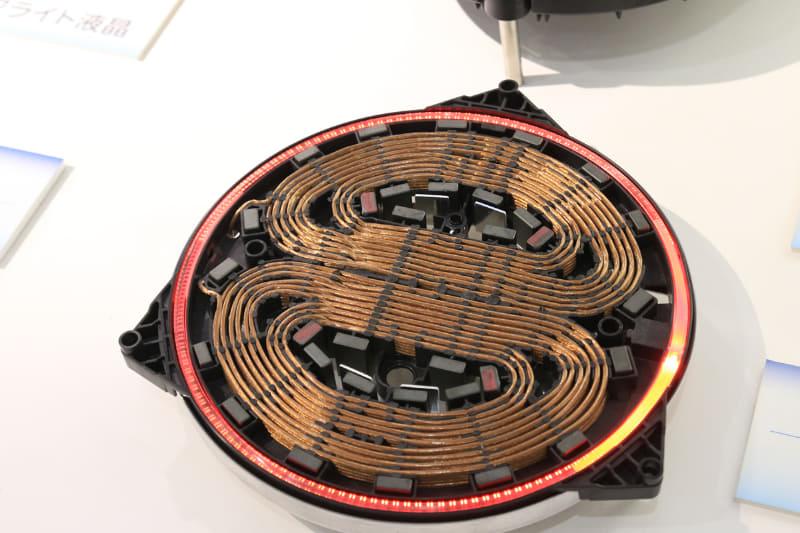 ゼロからの加熱はD部が重なる中央を集中的に加熱、設定温度に達したら鍋底全体を均一に加熱するように機能する