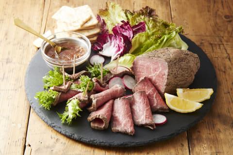 低温調理に対応し、ローストビーフやサラダチキンが作れる