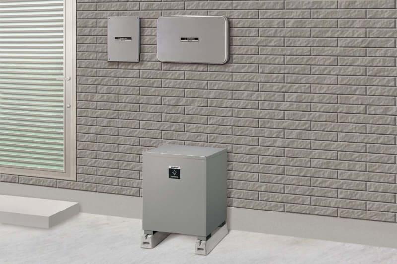 住宅用クラウド蓄電池システム「JH-WBPD9360」。右上から、蓄電池連携型パワーコンディショナ、蓄電池用コンバータ、下がリチウムイオン蓄電池