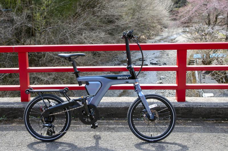 初めて乗ったe-bikeがBESVの「PSF1」。ミニベロタイプで取っつきやすかった。アシストも十分で超貧脚でも約10kmの上り坂をキチンと完走させてくれた