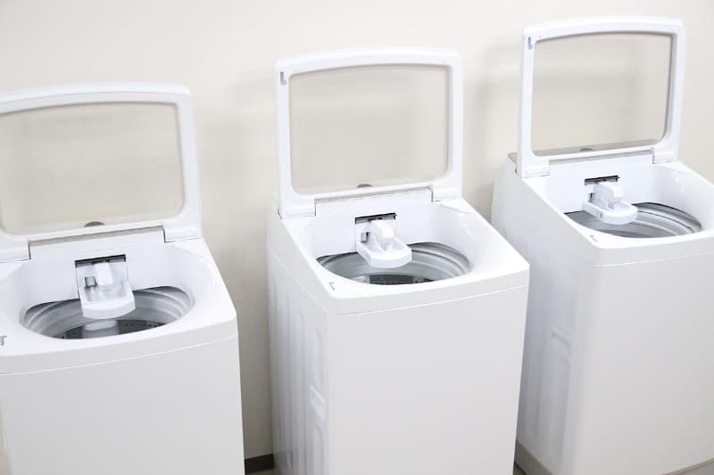 左から8kg、10kg、14kgモデル。すべてのモデルで、洗濯の様子が見られて安心