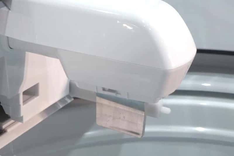 超音波部分洗浄機の先端。カバーを外すと見えたのは、幅3cmほどのアルミ板だ