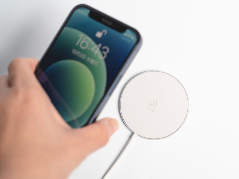 Epeios Wireless Fast Charger 15W(ホワイト)