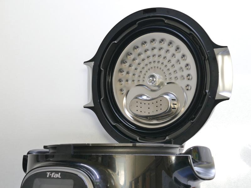 炊飯器のように、ふたはフリップ式を採用。ふたの置き場所は要らない