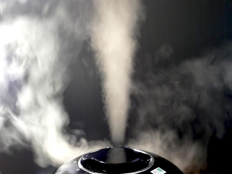 圧力調理が終わる直前に警告音が流れ、自動で減圧が始まる。勢いよく蒸気が排出されるので注意は必要だ