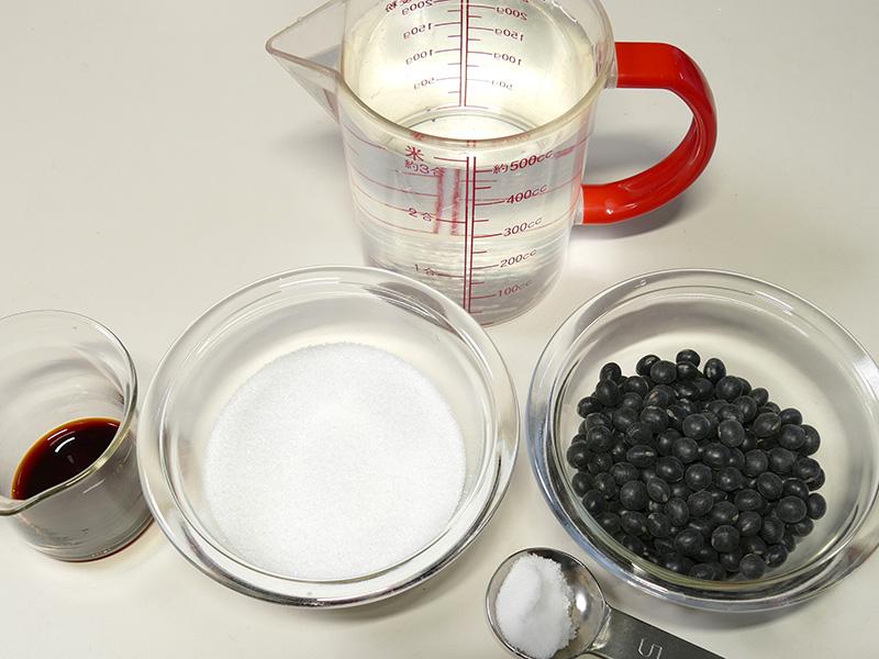 黒豆2人分の材料は、黒豆/熱湯/砂糖/しょうゆ/塩