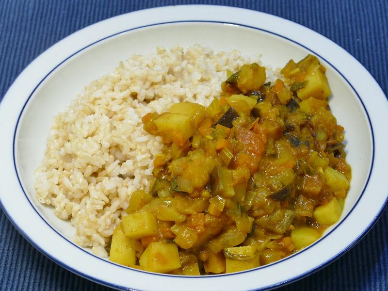 クックフォーミーで炊いた玄米をあわせた、まさにヘルシーカレーの完成