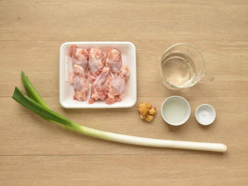 スープの素は使わずに、手羽元のうま味を生かします