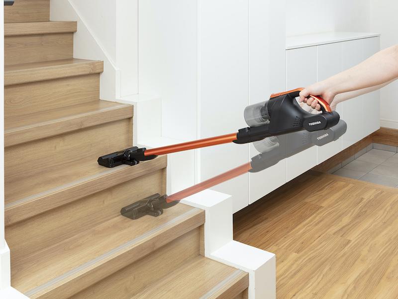 重さ1.2kgで、階段や高いところも軽々と掃除可能