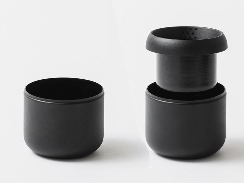 鉢と受け皿を一体化した二重構造の鉢