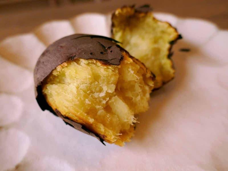1時間じっくり焼いて甘みが引き出された焼きいも。ヘルシーではなくなるけど、バターやバニラアイスも合いそう……