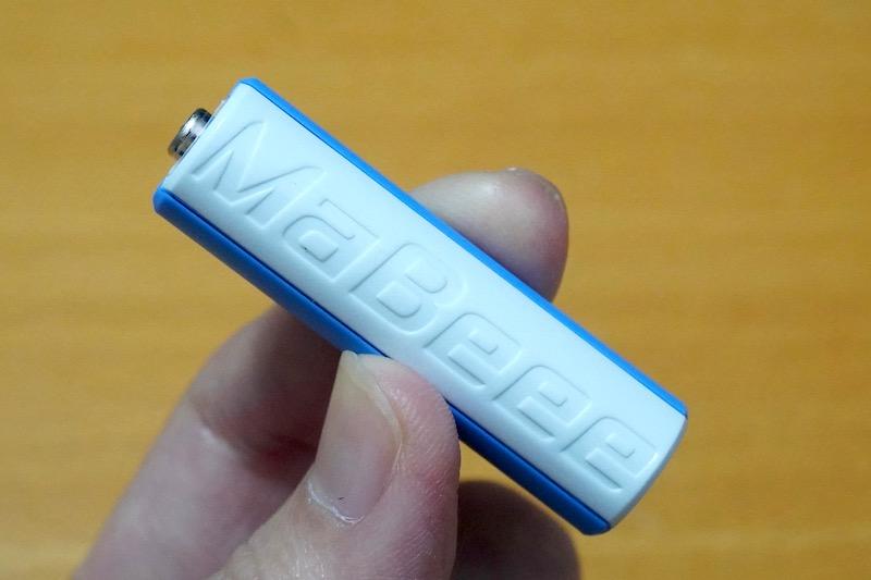 スマホで乾電池をコントロールする「MaBeee(マビー)」。オリジナルモデルとスクラッチモデルの2種類があるが、安かったので後者を購入した