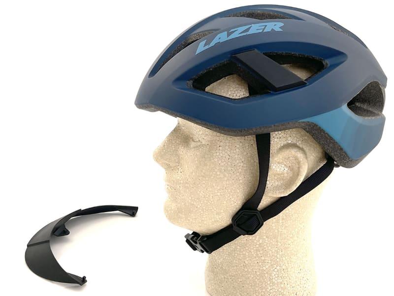 パチン、パチン、パチンと、3つの突起を外せば、バイザーなしのヘルメットに。バイザー装着のための3つの穴がほぼ見えないのがイイですね~♪