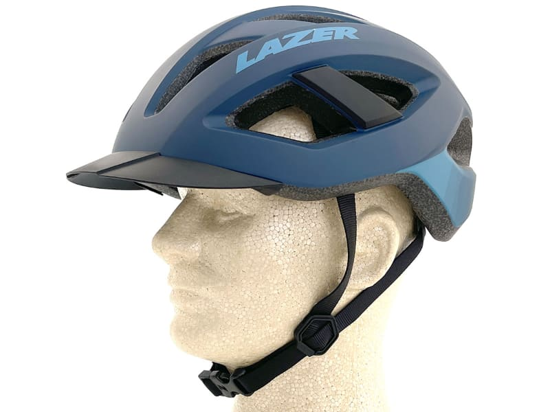 バイザーの有無でヘルメットの見栄えがどう変わるかを比べてみましょう。こちらがバイザーありの状態