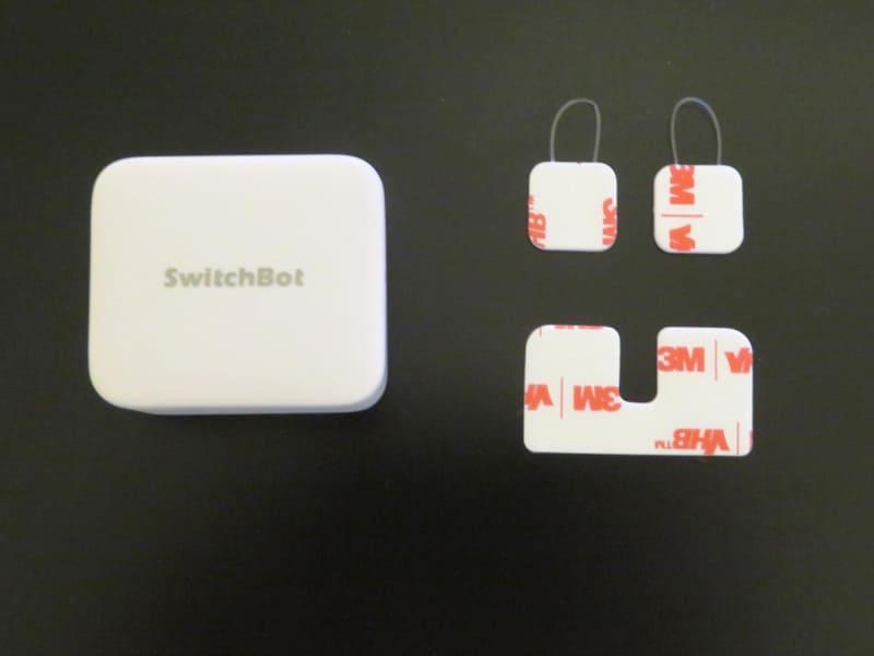 予備の両面テープと「スイッチ」モード用の補助シートが付属
