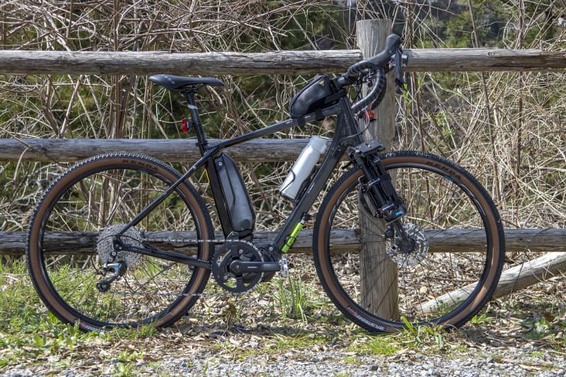 ミヤタ「ROADREX 6180」は、オンオフの両方を楽しめるグラベルロードタイプのe-bike。電動化のための装備は、シマノSTEPS「6180シリーズ」のドライブユニットを中心とした構成。価格は328,900円