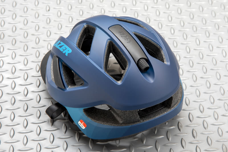 カメレオンのリアビュー。後頭部までカバーする形状のヘルメットが希望だったのでここもばっちり