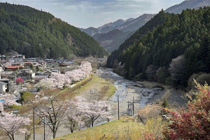 ……そうだ川沿いを走ってみよう!! と思いつきました。ちなみに眼下の川は入間川。上流部なので名栗川とも呼ばれます。この川沿いに県道があり、多数の「裏道」があったりもします。そんなところを気の向くままに走ってみようかな、と
