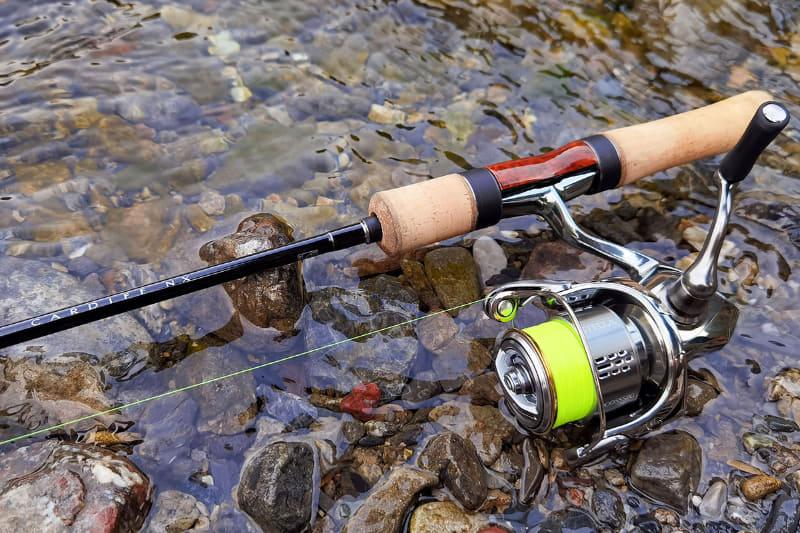 釣れないので釣具の写真を撮っちゃおう~。渓流釣りのお約束ですネ。ここに魚も写っていればサイコーなんですけどネ