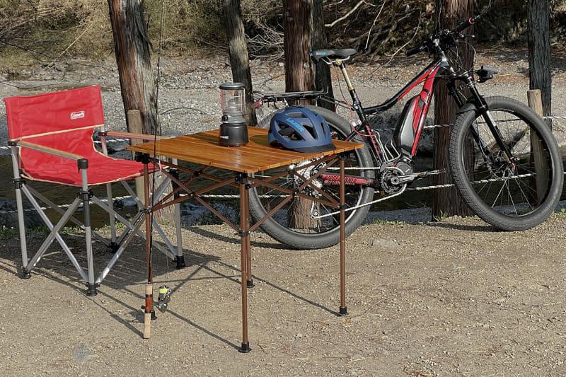 この日はCAZUキャンプ場の一角に拠点を置きました。オートキャンプ場なのでトランポに使ったクルマも同じ場所に駐車しています。トランポするとこういったキャンプ用品も気軽に運べるのがいいです