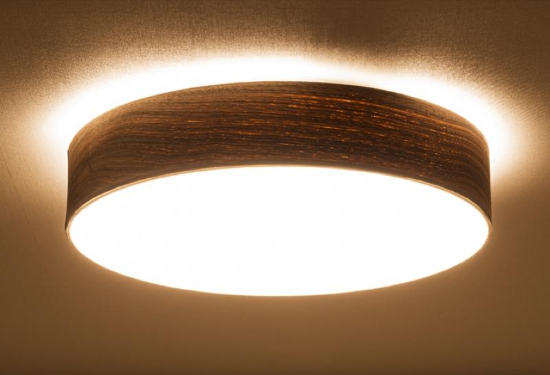 調光・調色機能を搭載。天井にも光が広がる