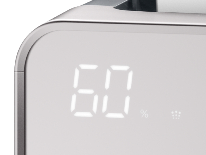 湿度/温度/ダスト/ニオイを検知するセンサーを備える。PM2.5も検知し、微粒子の濃度に応じて自動で運転切り替えできる