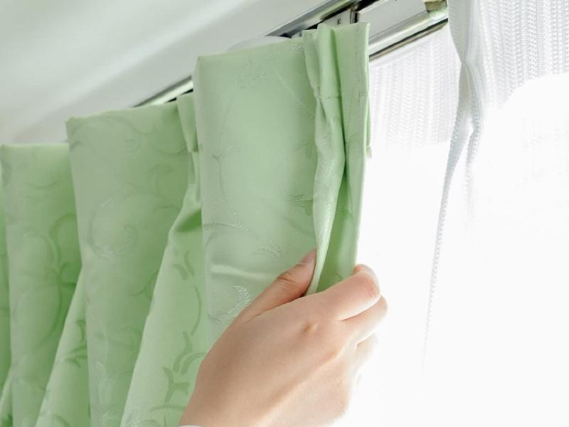 取り付け後は、本体がカーテンで隠れる