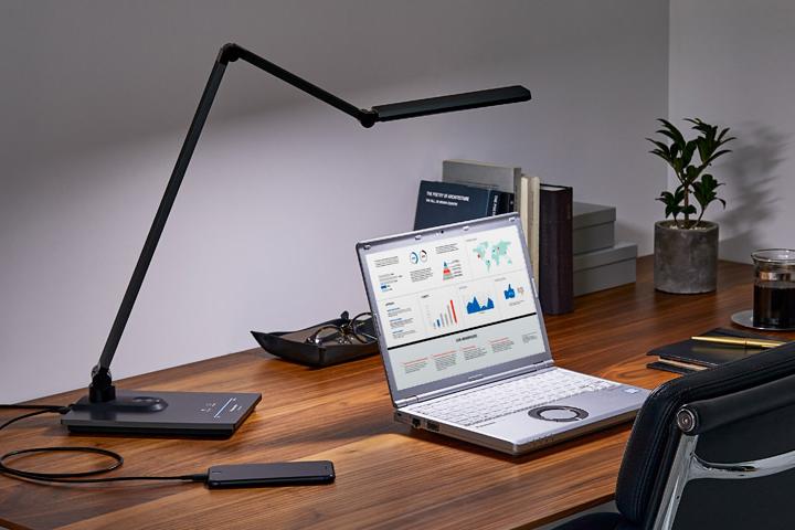「パソコンくっきり光」を搭載したLEDデスクスタンド「SQ-LD560」