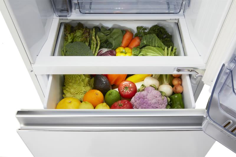 冷蔵室から野菜室が見える