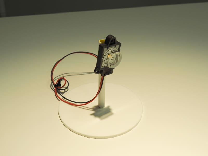 UVストリーマ空気清浄機に搭載されている、旭化成のグループ会社Crystal ISが製造する高出力深紫外線LED「KLARAN」。LEDタイプなのでランプ型と比較してコンパクトで寿命も長いなど、多くのメリットがある