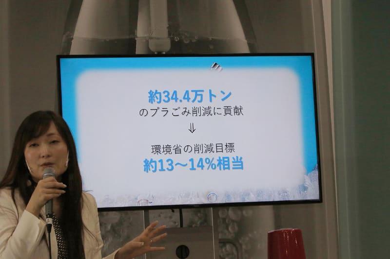 もし日本国民の2,400万人(国民の20%)が、炭酸水を自分で作るような社会になると、34.4万t(トン)のプラゴミ削減になるという