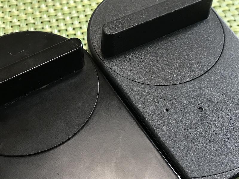 SESAME mini(写真左)とSESAME 3(写真右)。SESAME 3は、指紋が付着しにくい素材を採用