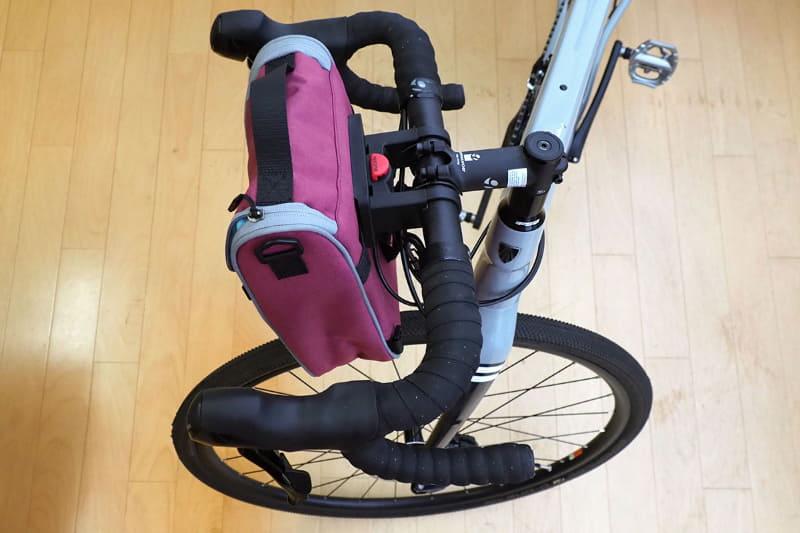 この自転車にもKLICKfixのアタッチメントを装着してありますので、先ほどのバッグをワンタッチ着脱できます