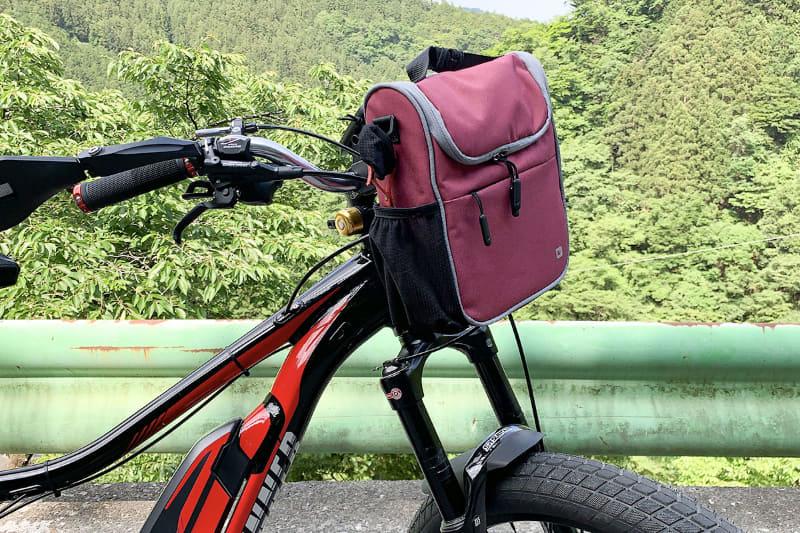 この自転車の場合、KLICKfixマウントの下側に十分な空間があるので、多くのバッグを取り付けられそうです