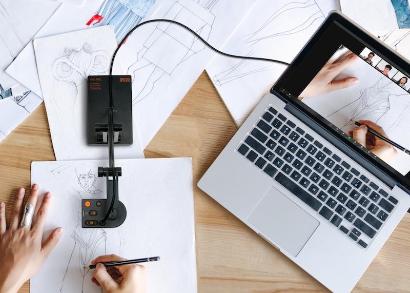 机の上に置いた書類などを撮影しやすい