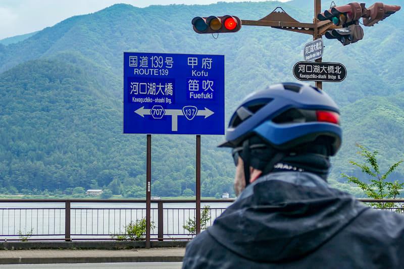 そしてe-bikeで次のポイントへ移動。河口湖は1周約17kmですが、e-bikeなら1周をテンポよく釣り歩けます。e-bikeでのサイクリングのみなら、1時間かからず周れる計算ですね。ゆ~っくり走っても2時間で1周できるでしょう