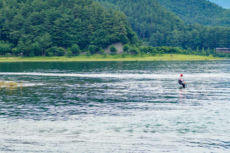 でも釣れナーイ。本日は釣り人はたくさん見ましたが「釣り人が魚を釣った瞬間」は一度も見ることができませんでした。まあ、こういう日もありますよね