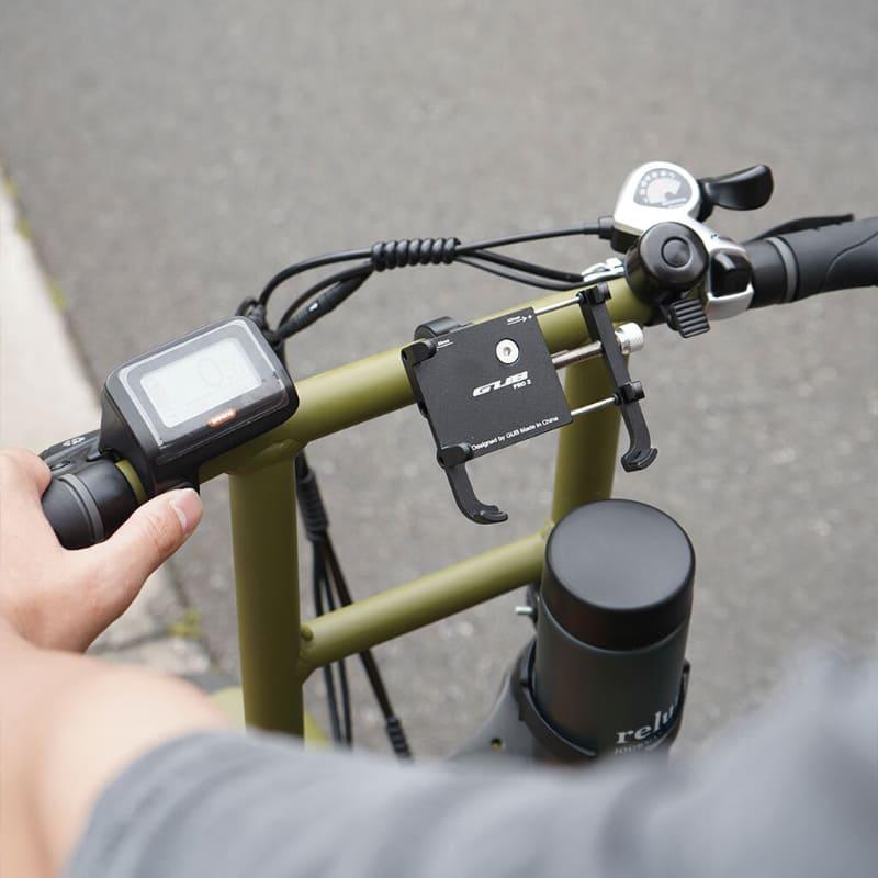 スマートフォンホルダーとドリンクホルダーを標準装備