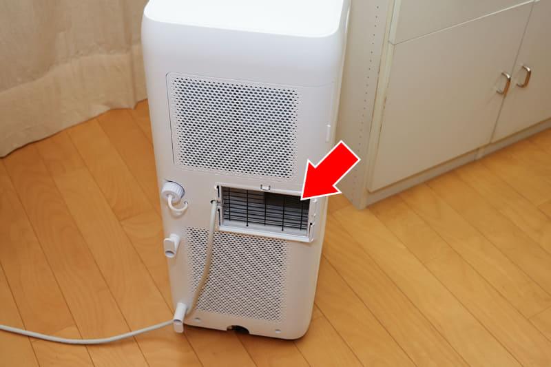 本体背面。室内の空気を使って熱交換をして冷気を吹き出し、温まった空気は背面から排出されます。この状態で使い続けると室内の温度は上がっていきます(他の排気ダクト1本式のスポットエアコンも同様)