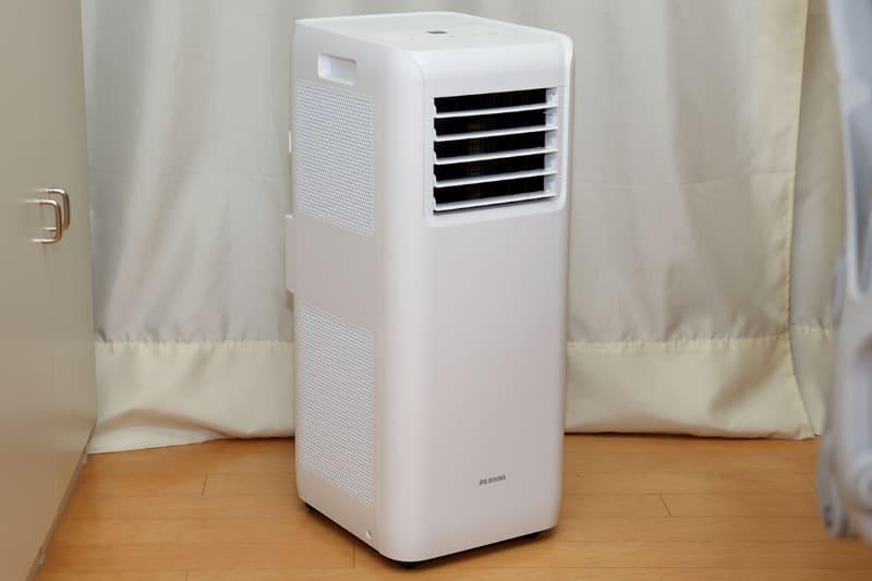 本体サイズは286×320×700mm(幅×奥行き×高さ)で、重さは22kg。電源はAC100V(50/60Hz)のコンセントから取ります。定格消費電力は755W/870W(50/60Hz)で、冷風能力は2.0kW/2.2kW(50/60Hz)。
