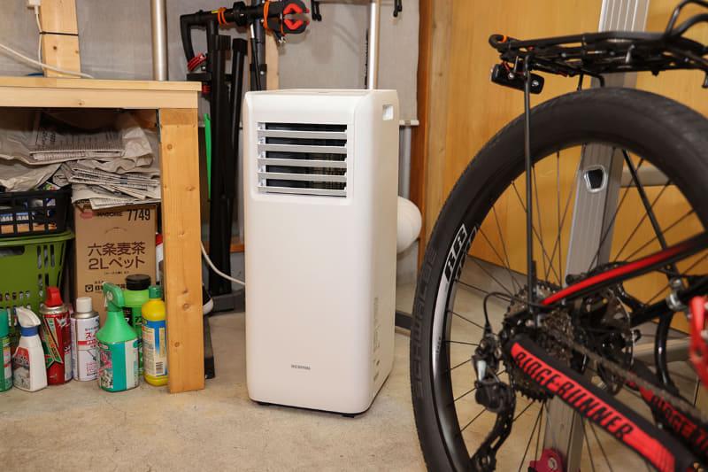 冷房し始めてから30分くらい「もう暑くなく快適」になったので、いったんクーラーをオフに。5分くらいすると「ちょっと暑いかな?」と感じられました。部屋全体がすぐに冷やされるような形ではありません