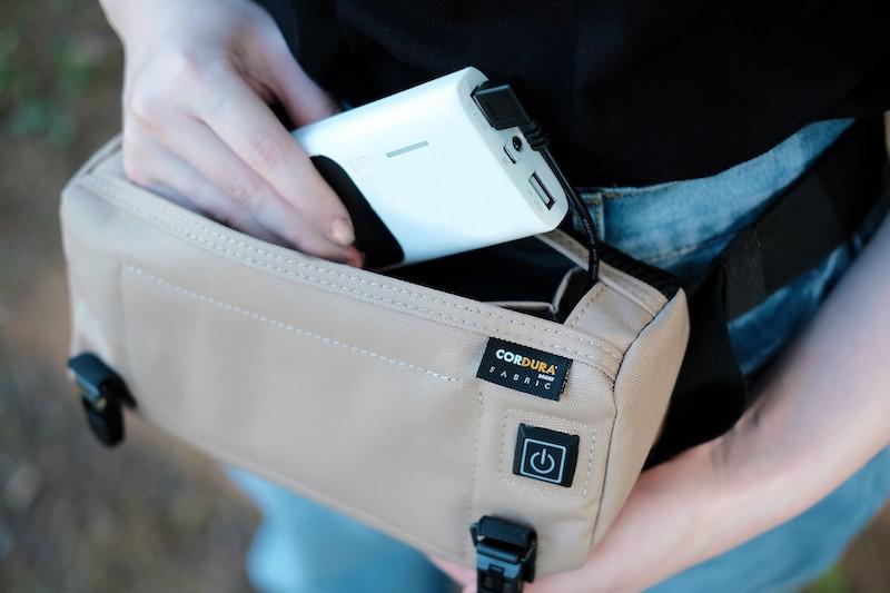 市販のモバイルバッテリーを接続して使う