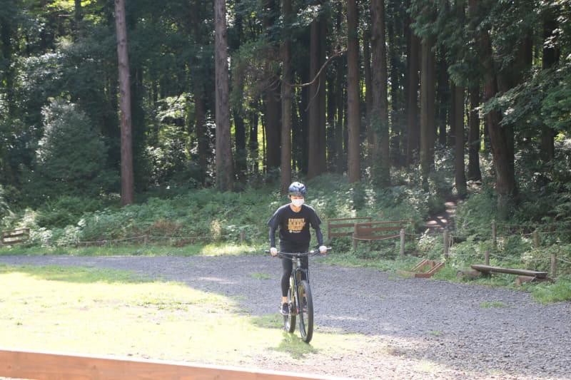 淑恵さんはロードバイクに乗っていることもあって、さすがに安定して乗れています