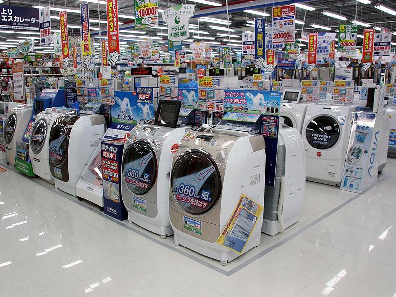 ビックカメラの「ビックでまるごとエコ」キャンペーンでは、ドラム式洗濯機の購入時に通常よりもポイントをアップする。写真はビックカメラ新横浜店